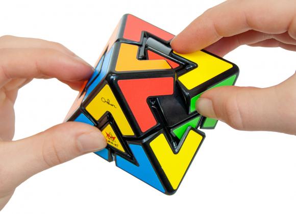 pyraminx-diamond-hands-1200×900-1